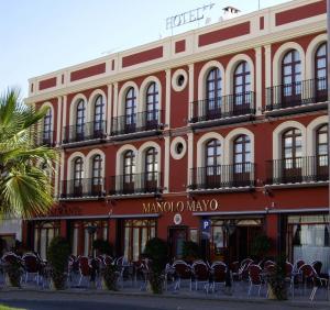 Hotel Manolo Mayo, Hotely  Los Palacios y Villafranca - big - 1