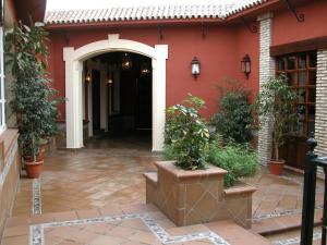 Hotel Manolo Mayo, Hotely  Los Palacios y Villafranca - big - 12