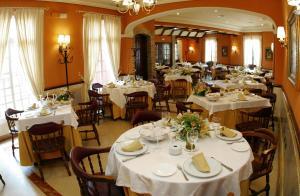 Hotel Manolo Mayo, Hotely  Los Palacios y Villafranca - big - 17