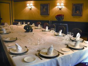 Hotel Manolo Mayo, Hotely  Los Palacios y Villafranca - big - 18