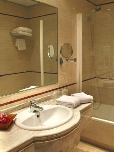 Hotel Manolo Mayo, Hotely  Los Palacios y Villafranca - big - 3