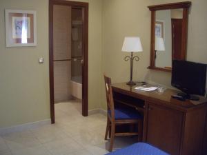 Hotel Manolo Mayo, Hotely  Los Palacios y Villafranca - big - 4