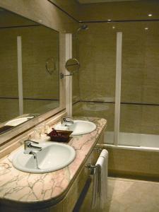 Hotel Manolo Mayo, Hotely  Los Palacios y Villafranca - big - 8
