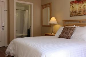 Side View Comfort King Room