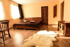 Pensiunea Casa Diaspora, Bed and Breakfasts  Târgu Jiu - big - 107