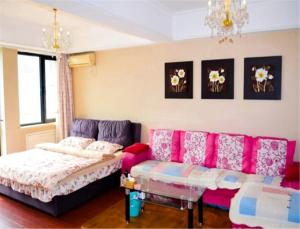 Sweet House Theme Apartment(Da Lian Yi Feng New Town Apartment Branch), Apartmanok  Csincsou - big - 5