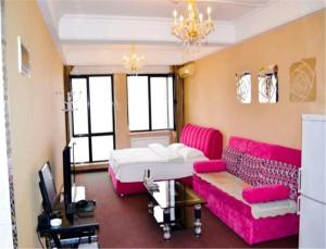 Sweet House Theme Apartment(Da Lian Yi Feng New Town Apartment Branch), Apartmanok  Csincsou - big - 6