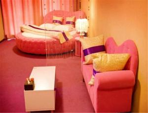 Sweet House Theme Apartment(Da Lian Yi Feng New Town Apartment Branch), Apartmanok  Csincsou - big - 9