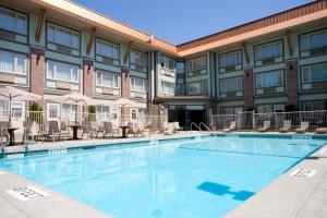 Howard Johnson Hotel & Suites by Wyndham Victoria Elk Lake, Szállodák  Victoria - big - 31