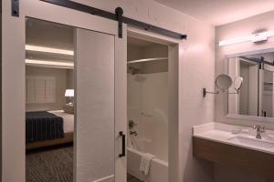 Fredericksburg Inn and Suites, Hotel  Fredericksburg - big - 8