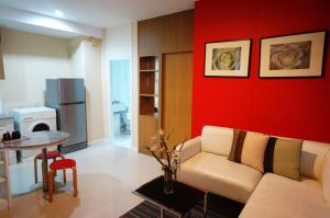 One-Bedroom Apartment -G