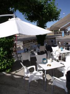 Hostal Salones Victoria, Penziony  Santa Marina del Rey - big - 9