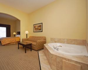 Suite mit Kingsize-Bett mit Whirlpool