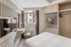 Oak Double Room