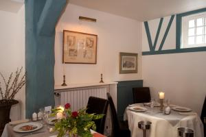 Hostellerie de la Vieille Ferme, Отели  Криэль-сюр-Мер - big - 52