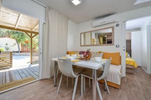 Campsite Sunny Home Soline, Комплексы для отдыха с коттеджами/бунгало  Биоград-на-Мору - big - 49
