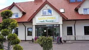 GOSCINIEC NAD NARWIA - Airport Modlin
