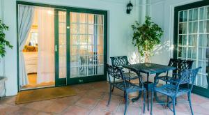 Suite- Standard Garden Manor 1