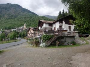 Chalet dell\'Ischiator, Bagni di Vinadio, Italy | J2Ski