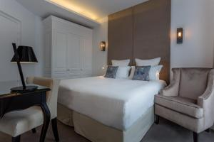 Double Room Marquise - Eiffel Tower Side View