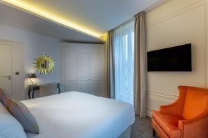 Double Room Comtesse - Eiffel Tower Front View
