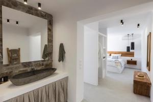 Mykonos Panormos Villas & Suites, Vily  Panormos Mykonos - big - 73