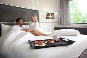 Pokoj s manželskou postelí King a výhledem do parku