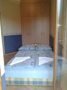 Admirális Apartman, Ferienwohnungen  Balatonlelle - big - 18