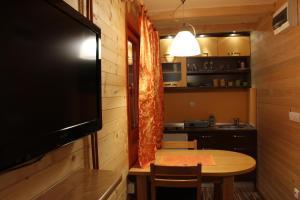 Villa Natural Wood, Ferienwohnungen  Zlatibor - big - 24