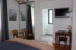 Propriété La Claire, Отели типа «постель и завтрак»  Онфлер - big - 23