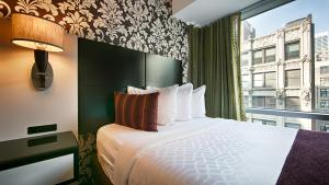 Kamer met een Queensize Bed en Rolstoeltoegankelijke Douche - Rookvrij