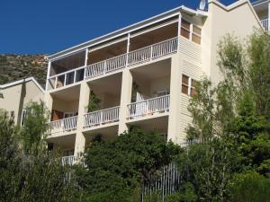 Pokój typu Deluxe z łóżkiem typu king-size lub 2 pojedynczymi łóżkami i balkonem
