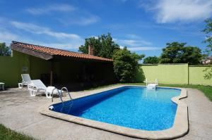 Angelinas Villa with Private Pool, Ferienwohnungen  Bozhurets - big - 54