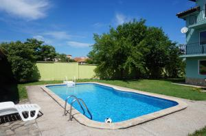 Angelinas Villa with Private Pool, Ferienwohnungen  Bozhurets - big - 56