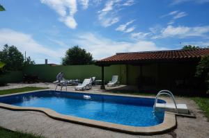 Angelinas Villa with Private Pool, Ferienwohnungen  Bozhurets - big - 63