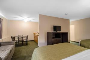 Quality Inn Whitecourt, Szállodák  Whitecourt - big - 43