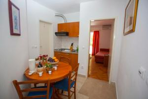 Apartments Ankora, Apartmány  Tučepi - big - 45