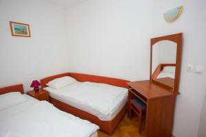 Apartments Ankora, Apartmány  Tučepi - big - 94
