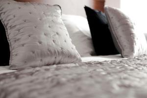 Three-Bedroom Apartment - Ronda Universitat 13