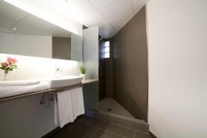 Two-Bedroom Apartment - Ronda Universitat 13