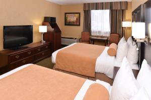 Queen Room with Two Queen Beds - Pet Friendly