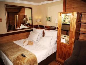 Номер с 1 двуспальной кроватью или 2 односпальными кроватями и ванной комнатой