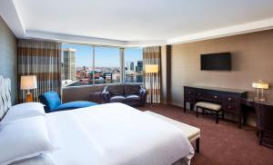 Club Master King Room with Harbor View