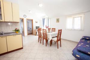 Villa Stana, Appartamenti  Vinišće - big - 25