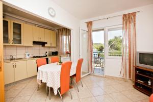 Villa Stana, Appartamenti  Vinišće - big - 9