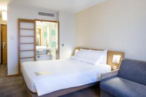 Представительский двухместный номер с 1 двуспальной кроватью и диваном-кроватью