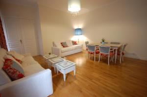 Large Apartment in Champs Elysées area., Апартаменты  Париж - big - 10