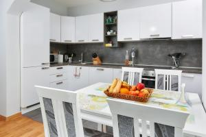 Apartments Villa FourTuna, Апартаменты  Бар - big - 2