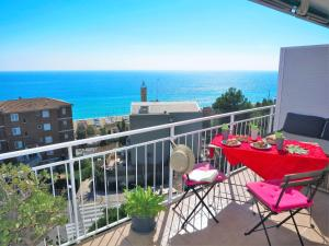 Nuria Seaview Beach-Apartment