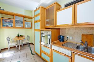 Apartment Deribasovskaya with jacuzzi, Apartmanok  Odessza - big - 16